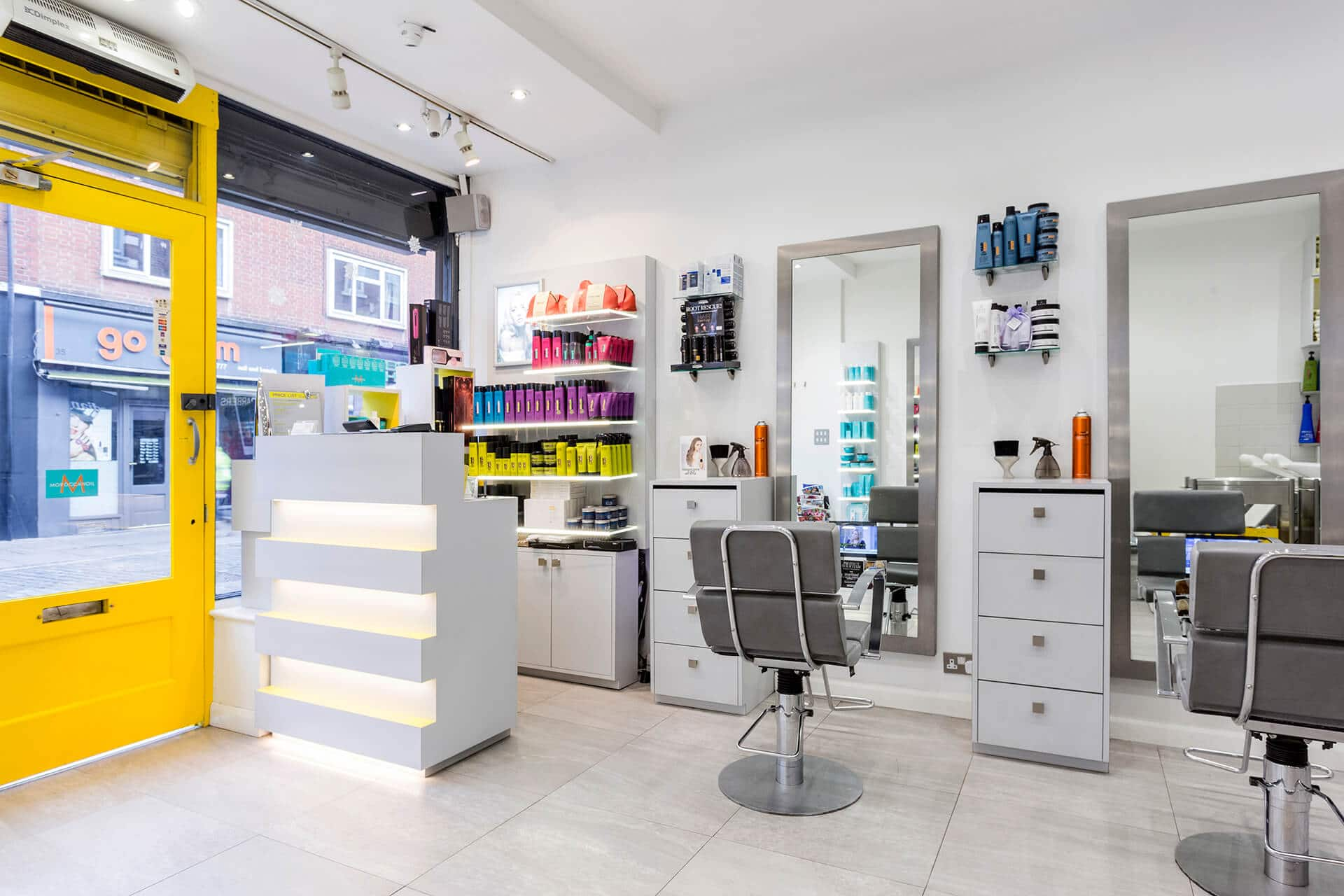 Why_Not_Hairdressing_inside_of_salon_3